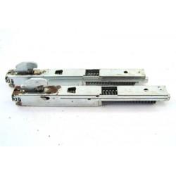 C00139892 ARISTON FB86P.1/E n°25 Charnière de porte pour four