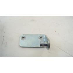 C00113852 ARISTON TCL831XBFR n°13 Charnière inférieur pour sèche linge
