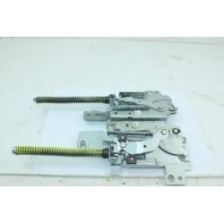 4055156055 ELECTROLUX ESF6525LOW N°18 Charnière de porte pour lave vaisselle